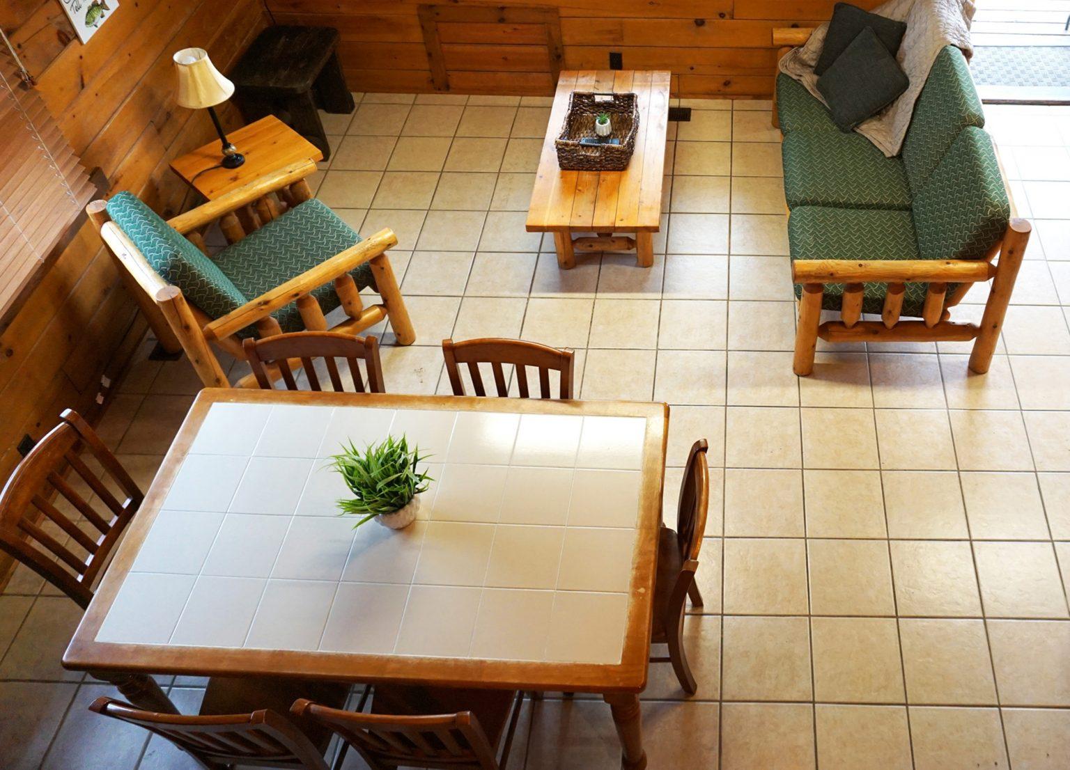 2 - Log Cabin Living-dining room